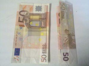 Origami: Herz aus Geldschein falten - Schritt 1
