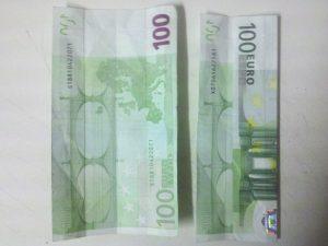 Hose aus einem Geldschein falten – Schritt 1