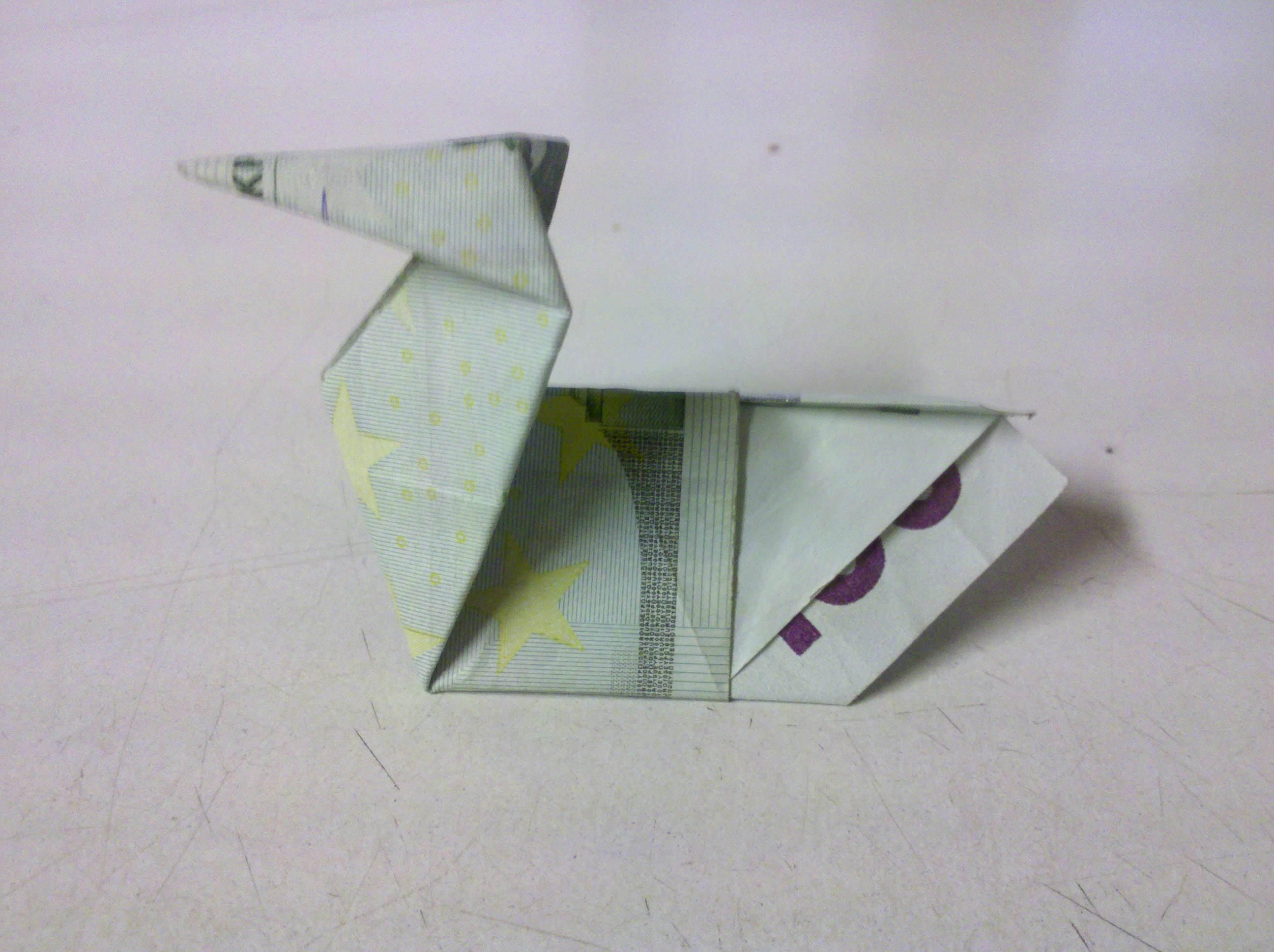 gefaltete Geldschein-Ente aus Origami
