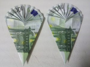 Schoulsäck aus Bankkaart geklappt