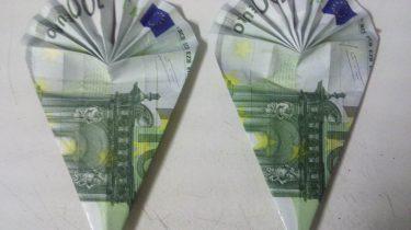 Schultüten aus Geldschein gefaltet