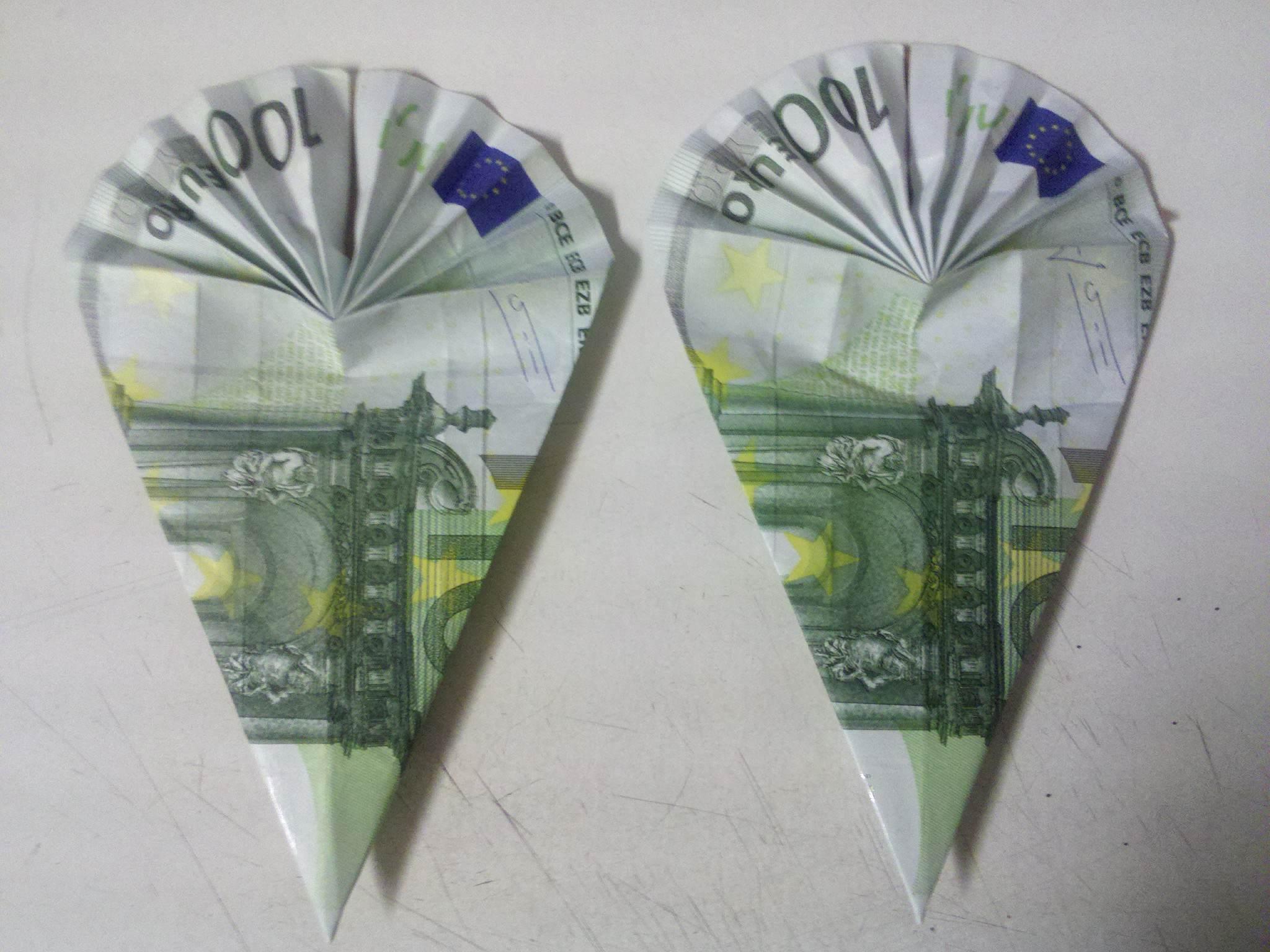 Torby szkolne złożone z banknotów