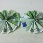Dhá ghrian origami ó nótaí bainc
