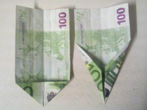 Origami: preklopite šolsko torbico iz računa - korak 2