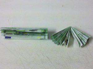 Origami-Sonne aus Geldschein falten - Schritt 4