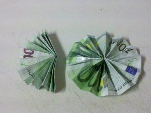Origami-Sonne aus Geldschein falten - Schritt 5