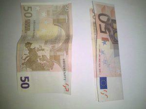 Origami: Zahl 2 aus Geldschein falten - Schritt 1