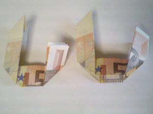 Geldscheine falten: Zahl 0 aus 2 Geldscheinen - Schritt 5