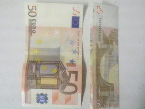 Origami: Zahl 3 aus Geldschein falten - Schritt 1
