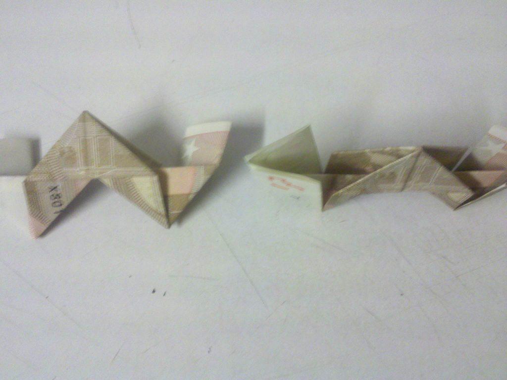 zahl 3 aus geldschein falten schritt 9 origami mit. Black Bedroom Furniture Sets. Home Design Ideas