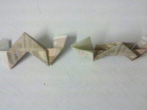 Оригами: сгънете номер 3 от сметката - стъпка 9