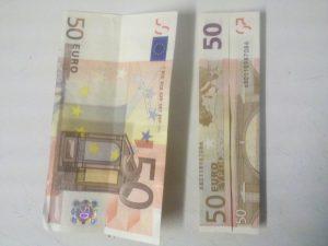 Origami: Zahl 3 aus Geldschein falten - Schritt 2