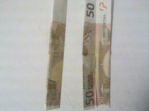 Origami: Zahl 3 aus Geldschein falten - Schritt 3
