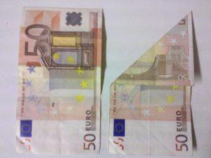 Origami: Fisch aus einem Geldschein falten - Schritt 1