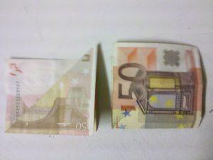 Origami: Fisch aus einem Geldschein falten - Schritt 2
