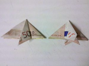 Origami: Fisch aus einem Geldschein falten - Schritt 7