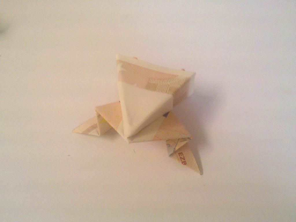 frosch aus einem geldschein falten origami mit geldscheinen. Black Bedroom Furniture Sets. Home Design Ideas