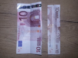 Zahl 5 aus einem Geldschein falten - Schritt 1