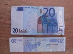 Hase aus Geldschein falten - Schritt 1