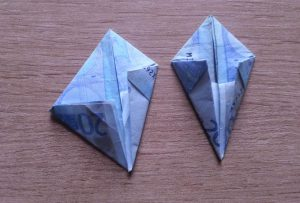Hase aus Geldschein falten - Schritt 5