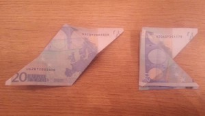 Schmetterling aus Geld falten - Schritt 5