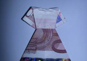 Kleid aus einem Geldschein falten