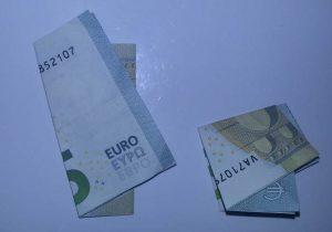 Kleeblatt aus Geld falten - Schritt 2
