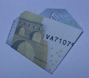 Kleeblatt aus Geld falten - Schritt 3