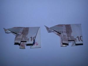 Elefant aus einem Geldschein falten - Schritt 15