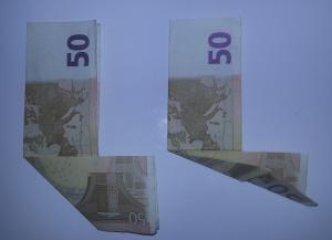 Stiefel-aus-Geldschein-falten-Schritt-3
