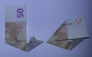 Stiefel-aus-Geldschein-falten-Schritt-4