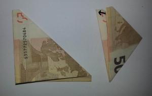 So wird aus einem Geldschein eine Blume gefaltet - Schritt 2