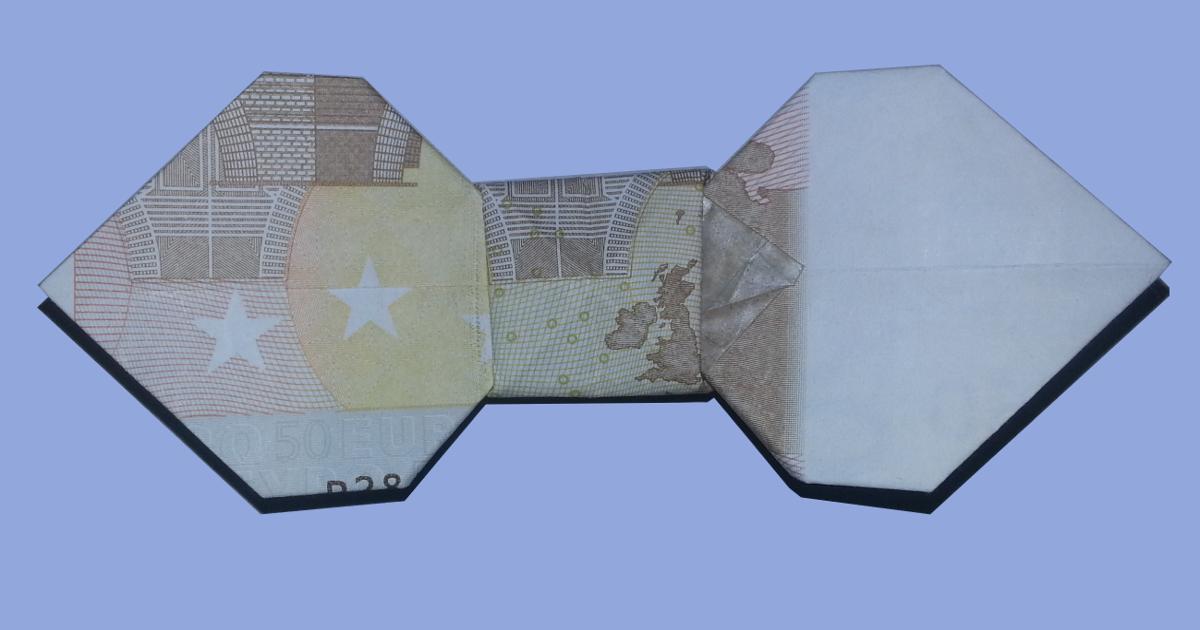 Eine Geldschein-Fliege aus 50 Euro gefaltet