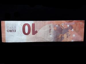 Bild: Zahl 4 aus einem Geldschein falten - Schritt 2