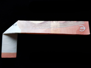 Picture: Folding number 4 from a bill - step 5