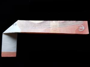 Bild: Zahl 4 aus einem Geldschein falten - Schritt 5