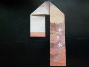 Bild: Zahl 4 aus einem Geldschein falten - Schritt 6