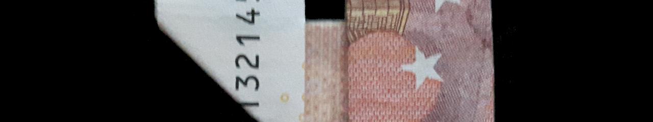 Slika: Broj 4 presavijen sa novčanice