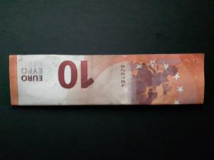 Bild: Zahl 7 aus einem Geldschein falten - Schritt 2