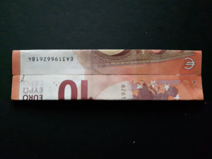 Bild: Zahl 7 aus einem Geldschein falten - Schritt 4