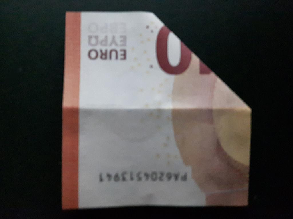 Pirámide plegable de un billete - paso 5