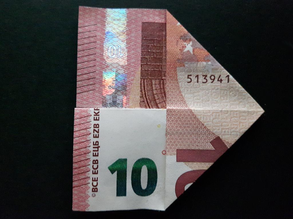 Pyramide aus einem Geldschein falten - Schritt 9