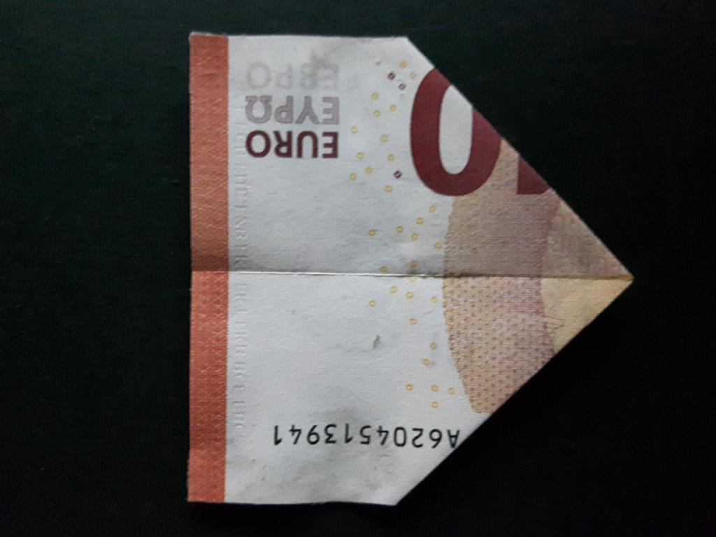 Pirámide plegable de un billete - paso 10