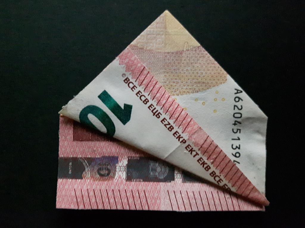 Pyramide aus einem Geldschein falten - Schritt 12