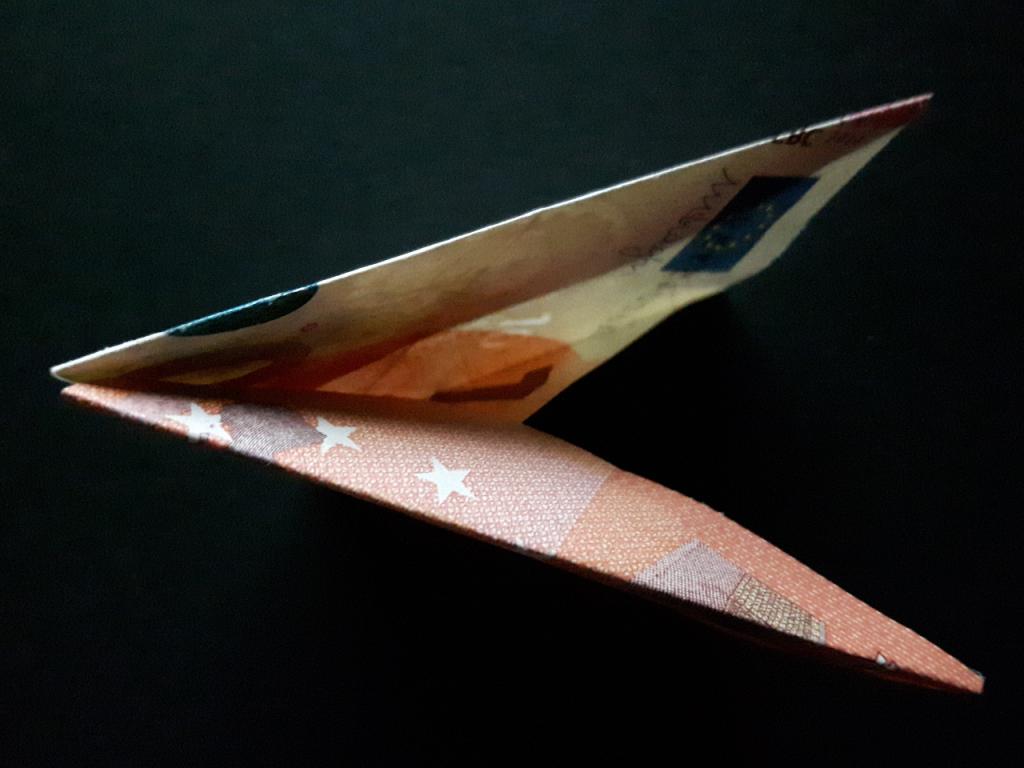 Pirámide plegable de un billete - paso 13