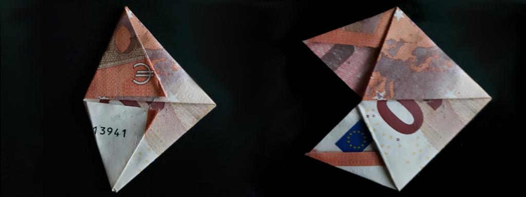 Pirámide plegable de un billete - paso 18