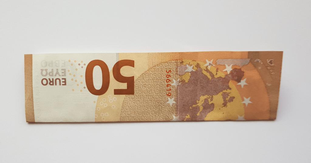 Преклопете јамка на банкноти - чекор 2