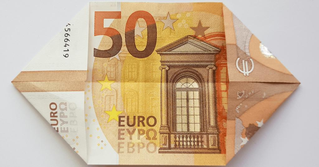 Преклопете јамка на банкноти - чекор 3