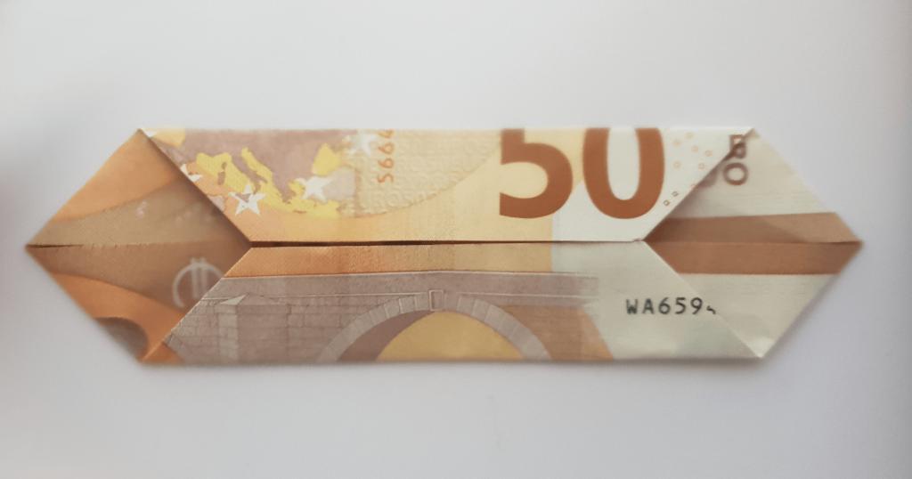 Преклопете јамка на банкноти - чекор 5