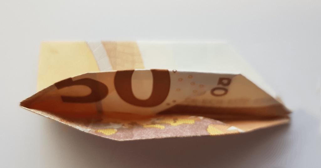 Fliege aus Geldschein falten - Schritt 8